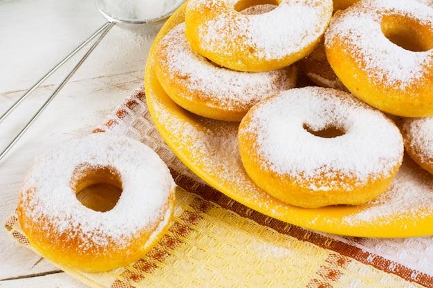 Hausgemachte süße donuts