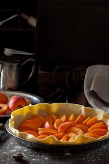 Hausgemachte süße torte mit aprikosen