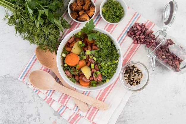 Hausgemachte suppenküchenanordnung der roten bohnen