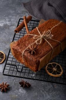 Hausgemachter englischer biskuitkuchen, zarter karottenkuchen