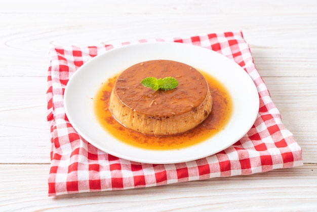 Hausgemachter karamellpudding