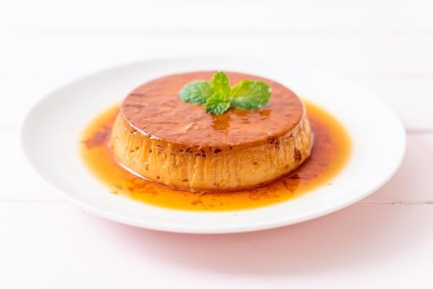 Hausgemachter karamellpuddingpudding