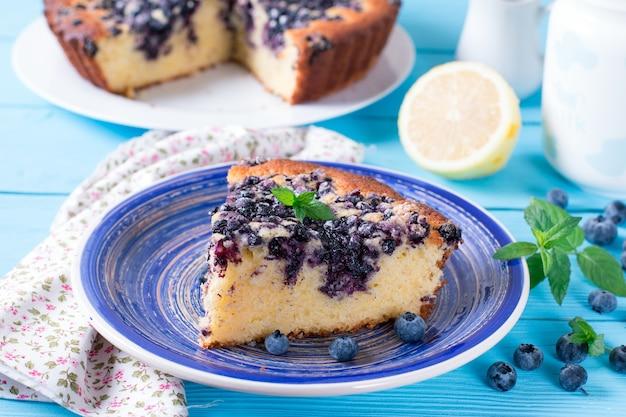 Hausgemachter kuchen mit blaubeeren