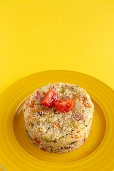 Hausgemachter vegetarischer couscous