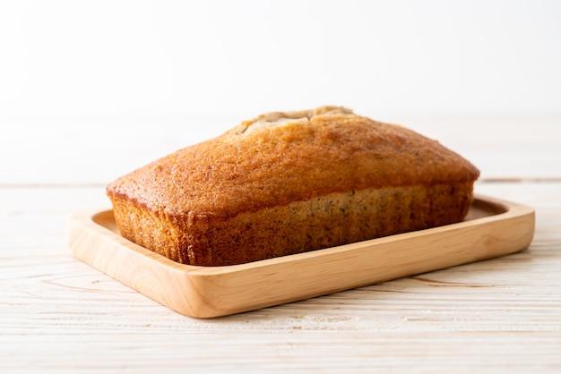 Hausgemachtes bananenbrot oder bananenkuchen in scheiben geschnitten