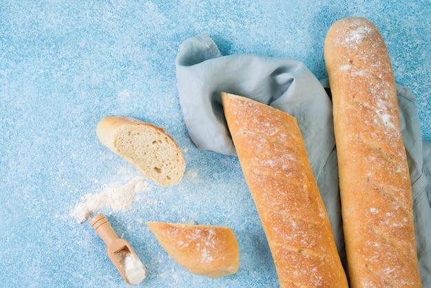 Hausgemachtes französisches baguette, draufsicht