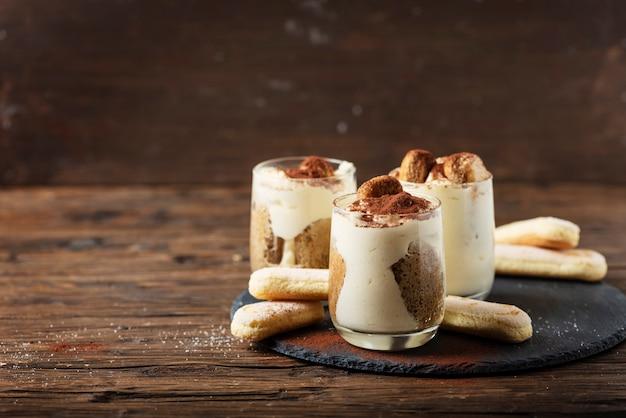 Hausgemachtes italienisches dessert-tiramisu