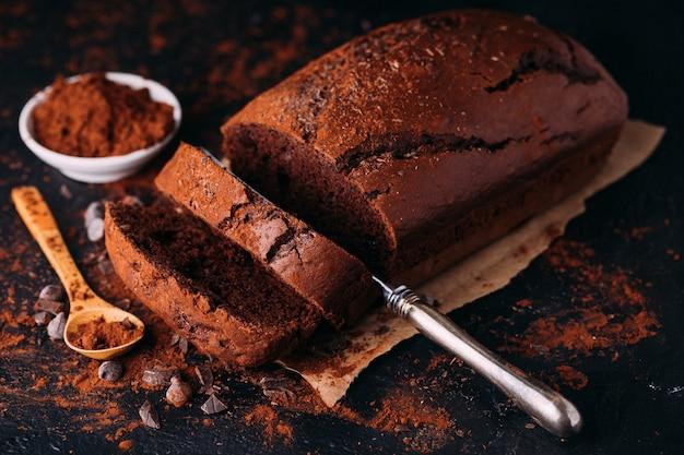 Hausgemachtes schokoladengebäck zum frühstück oder dessert