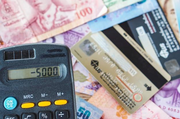 Haushaltsdefizit für die zahlung von kreditkartenschulden