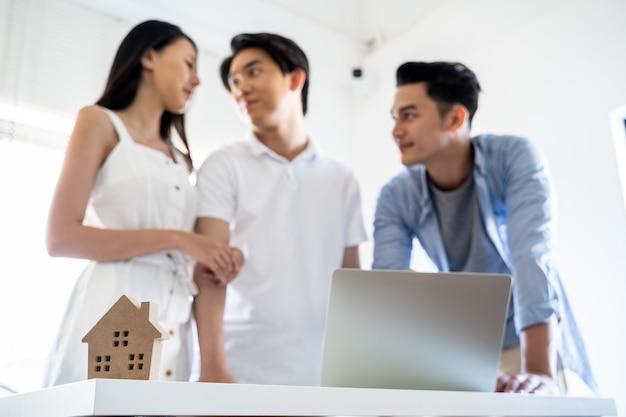 Hausmodell mit kundenvertrag zum hauskauf