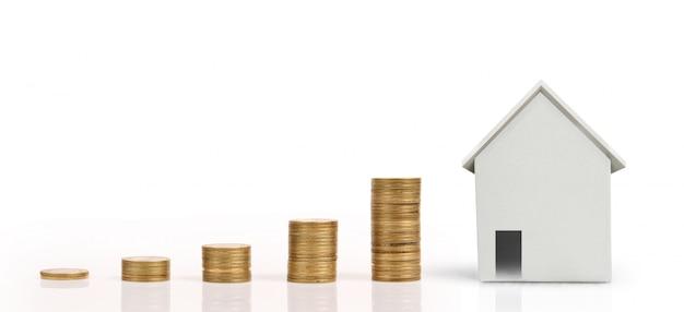 Hausmodell und münzen