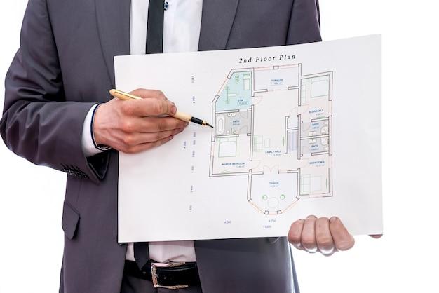 Hausplan mit männlichen händen lokalisiert auf weiß