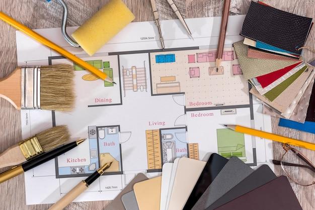 Hausplan mit verschiedenen werkzeugen und oberflächenmustern