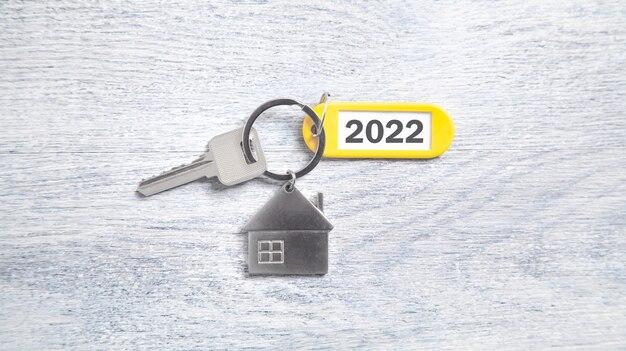 Hausschlüssel mit einem neuen jahr 2022.