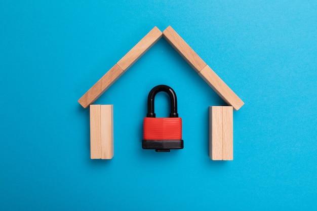 Hausschutz im rahmen von versicherungspolicen, wohnungsinvestitionen und hypotheken.