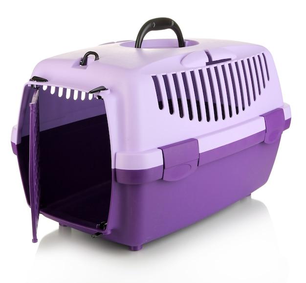 Haustierreise-kunststoffkäfig isoliert auf weiss