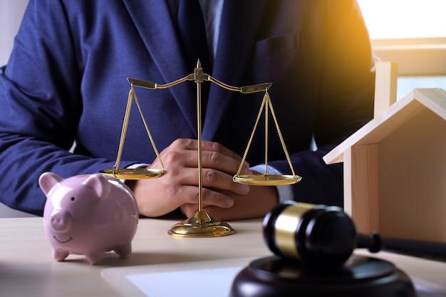 Hausversicherung, recht und gerechtigkeit konzept