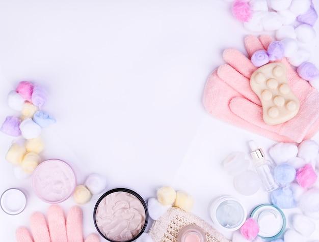 Hautpflege- und körperpflege, luxusbadekurort und konzept der sauberen produkte - organische schönheitskosmetik auf marmor, hauptbadekurort, creme und freiem raum für eine marke. kopieren sie platz