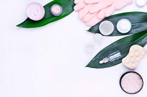 Hautpflege- und körperpflege, luxusbadekurort und konzept der sauberen produkte - organische schönheitskosmetik auf marmor, hauptbadekurort, organische kosmetik. kopieren sie platz