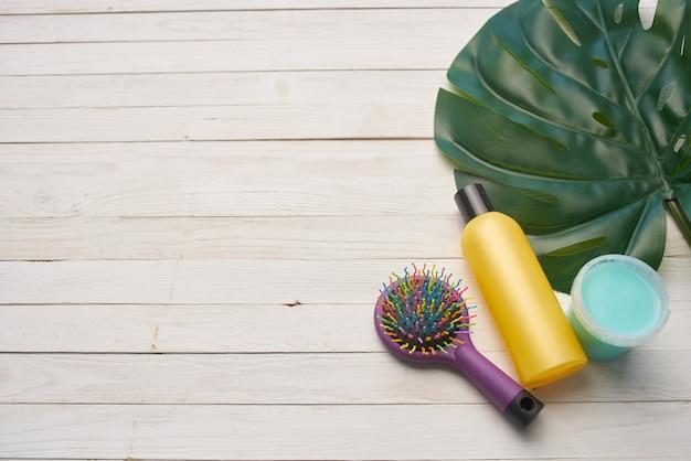 Hautpflegecremes kämmen grünes blatt hygiene