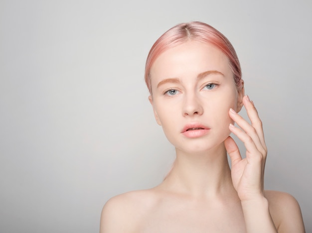 Hautpflegekonzept mit schöner frau