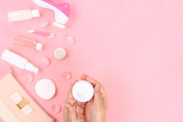 Hautpflegeprodukte auf pflanzenbasis. glaskörperfeuchtigkeitscreme, draufsicht.
