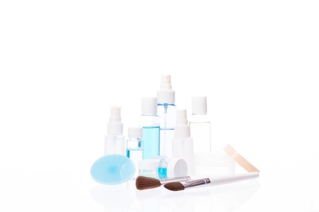 Hautpflegeprodukte auf weiß isoliert