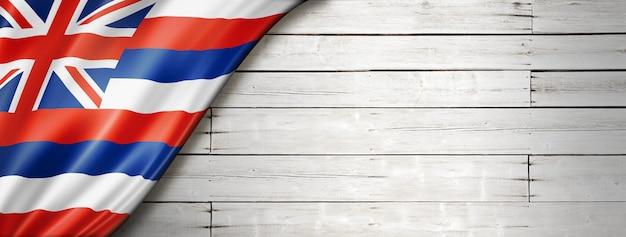 Hawaii-flagge auf weißem holz hintergrund, usa. 3d-darstellung