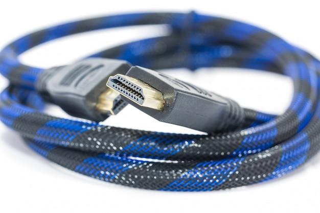 Hdmi-kabel auf einem weiß