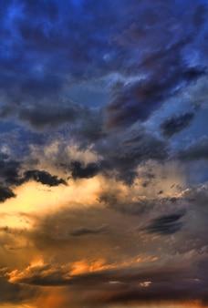 Hdr stürmischer himmel