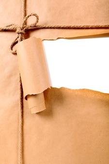 Heftiger packpapierhintergrund des braunen papiers