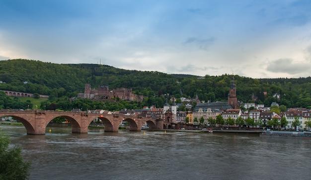 Heidelberg stadt von der anderen seite des flusses