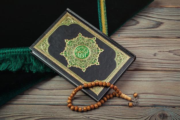 Heiliger koran mit perlen