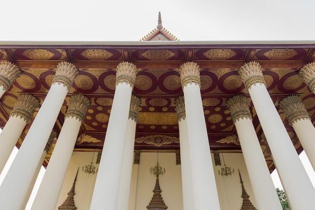 Heiligtum im tempel bei wat thep sirin thrawat ratchaworawihan.