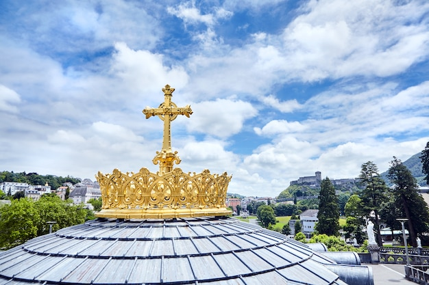 Heiligtum von lourdes kuppel der basilika unserer lieben frau vom rosenkranz goldene krone