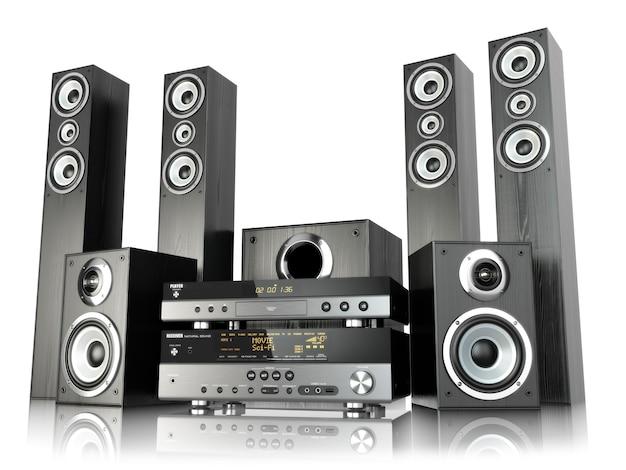 Heimkino-lautsprechersystem. lautsprecher, spieler und empfänger getrennt auf weiß. 3d