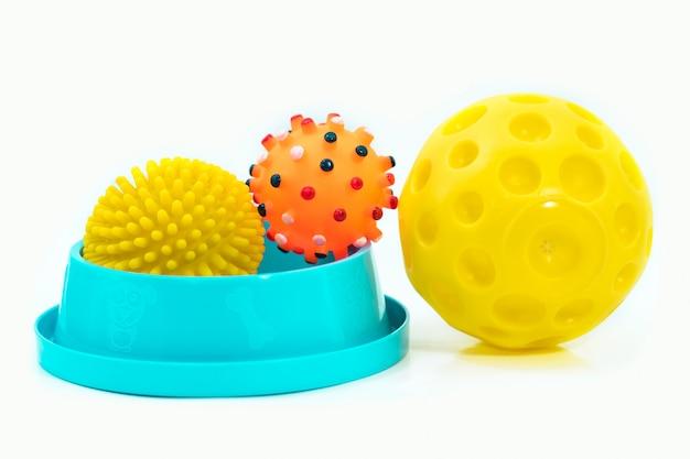 Heimtierbedarf mit schüssel, gummispielzeug für hund oder katze
