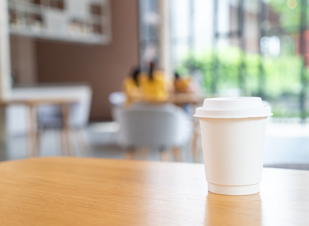Heiße kaffeetasse im cafe restaurant