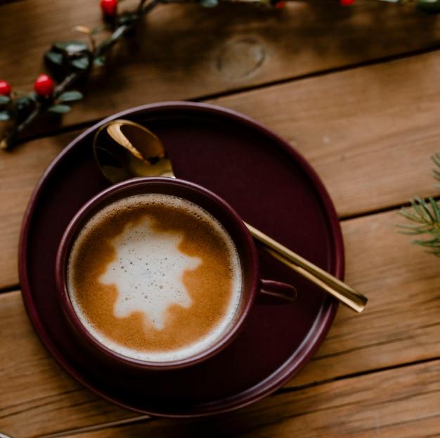 Heiße schokolade an den weihnachtsfeiertagen