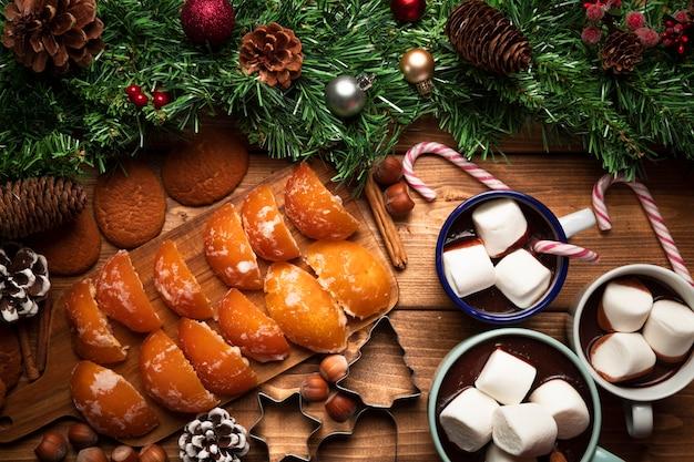 Heiße schokolade der draufsicht mit bonbons