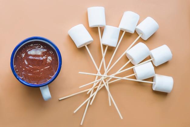 Heiße schokolade mit marshallow