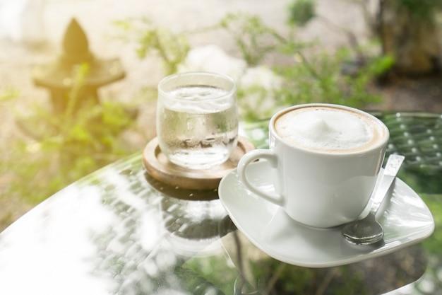 Heißen kaffee für die pausen im café