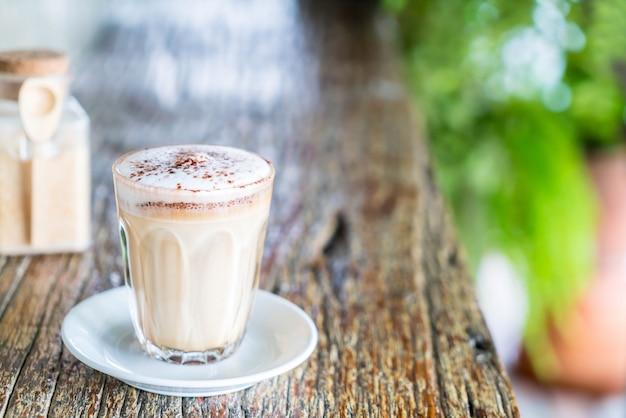 Heißer cappuccino kaffee