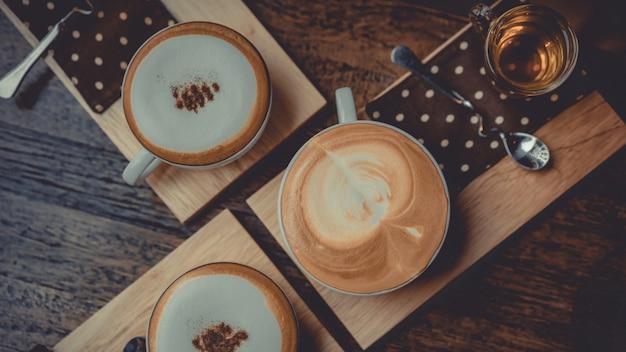 Heißer cappuccino-kaffee