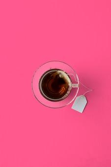 Heißer gesunder tee-kräuterlecker