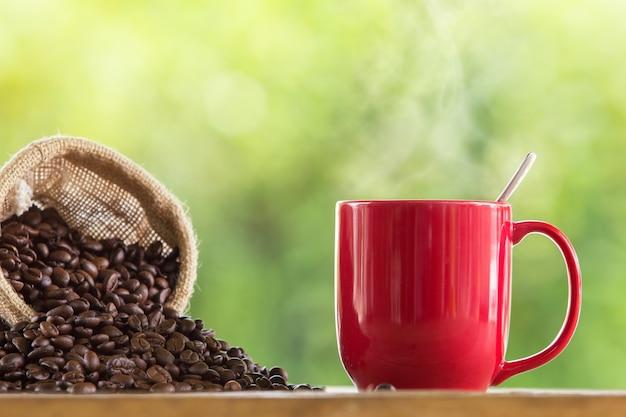 Heißer kaffee im becher
