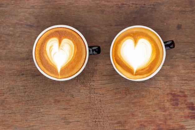 Heißer kaffee mit latte art