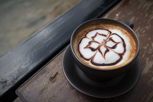 Heisser kaffee mit schaummilch art.