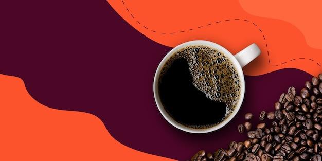 Heißer kaffee und bohnen auf lila und orangefarbenem hintergrund. mockup und vorlagen zum erstellen von gruß, karten, zeitschriften, cover, poster und banner usw. platz für text. ansicht von oben. flach liegen