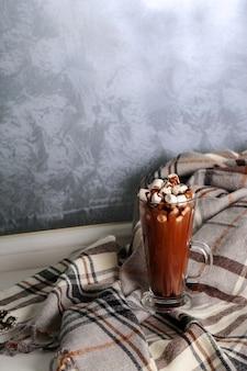 Heißer kakao mit marshmallow